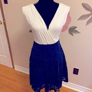 🍁3/$20 Suzy Shier blue and white lace dress